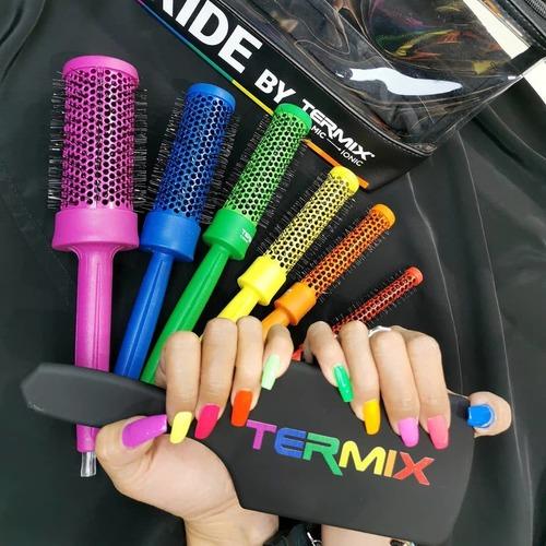 Rainbow 🌈🔝 Nos contagiamos de la alegria del color con los #pridebytermix 💗😜 .  .  #Repost @julie_morlote Inlove con mis nuevos cepillos 🌈 .  .  Encuentra todos los productos en termix.net/es .  #lovetermix #lovemyhair #termixlovers #hairstyling #hairinspiration #hairlovers #hairdesign #hairaddicts #hairstyles #hairinspo #hairroutine #hairwaves #haircolor #hairbrush #pridebytermix #pride #loveislove